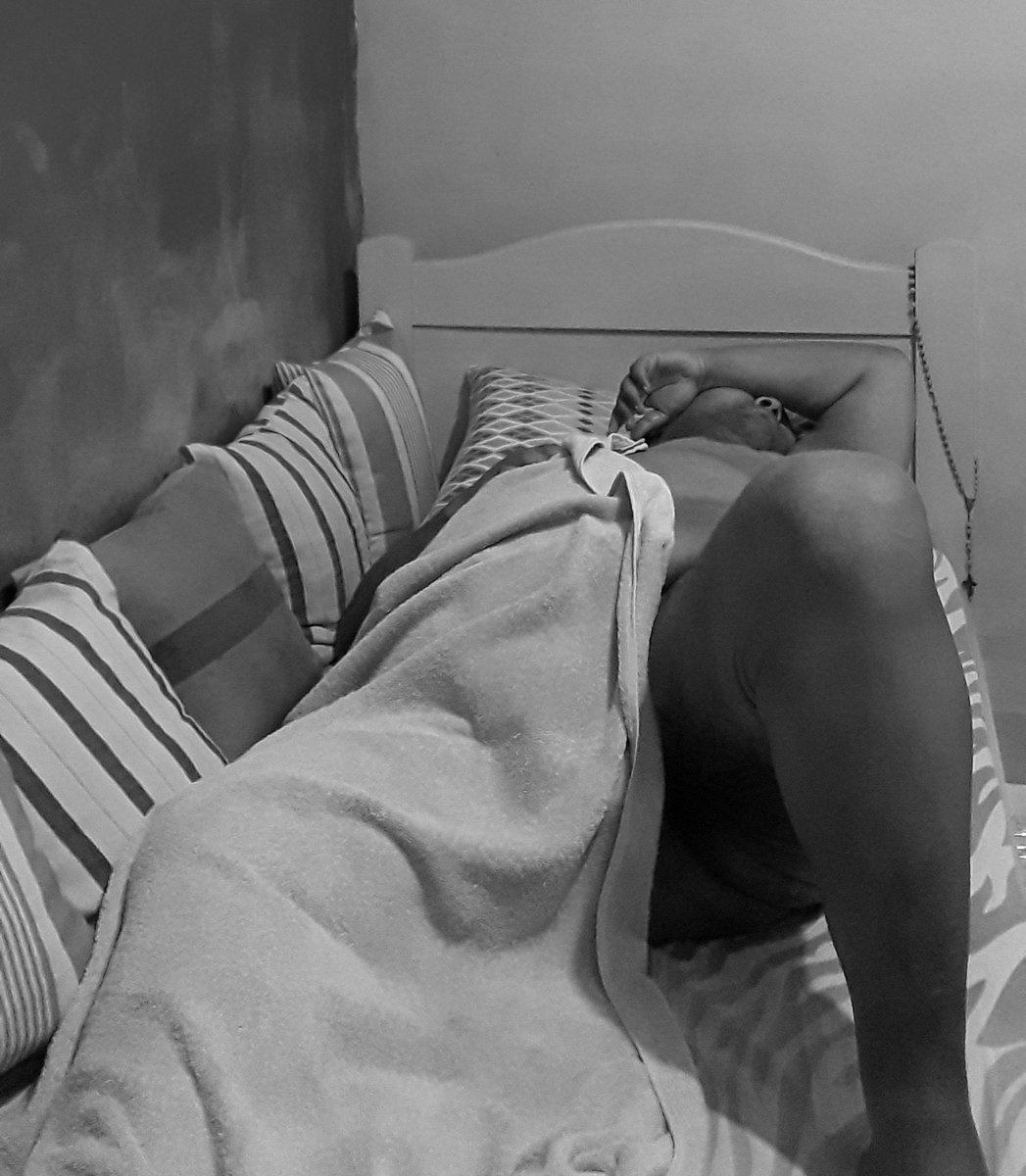 Parece cobertor, mas é minha toalha enquanto curto uma preguicinha pré banho. 😋 #QuintaDaToalha   @JustSabrinaStar @MeninaPeralta @OnlyRouse @jessicacusker  @deusadorabao2 @SexCoachFloripa @Josy_bbw2  #Gordinho #Gordo #Chubby #ChubbyBoy #ChubbyMan