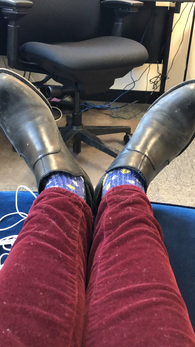 It's seminar day. Ergo, it's the one day I commit to matching my socks. pic.twitter.com/Z3v66mttsP