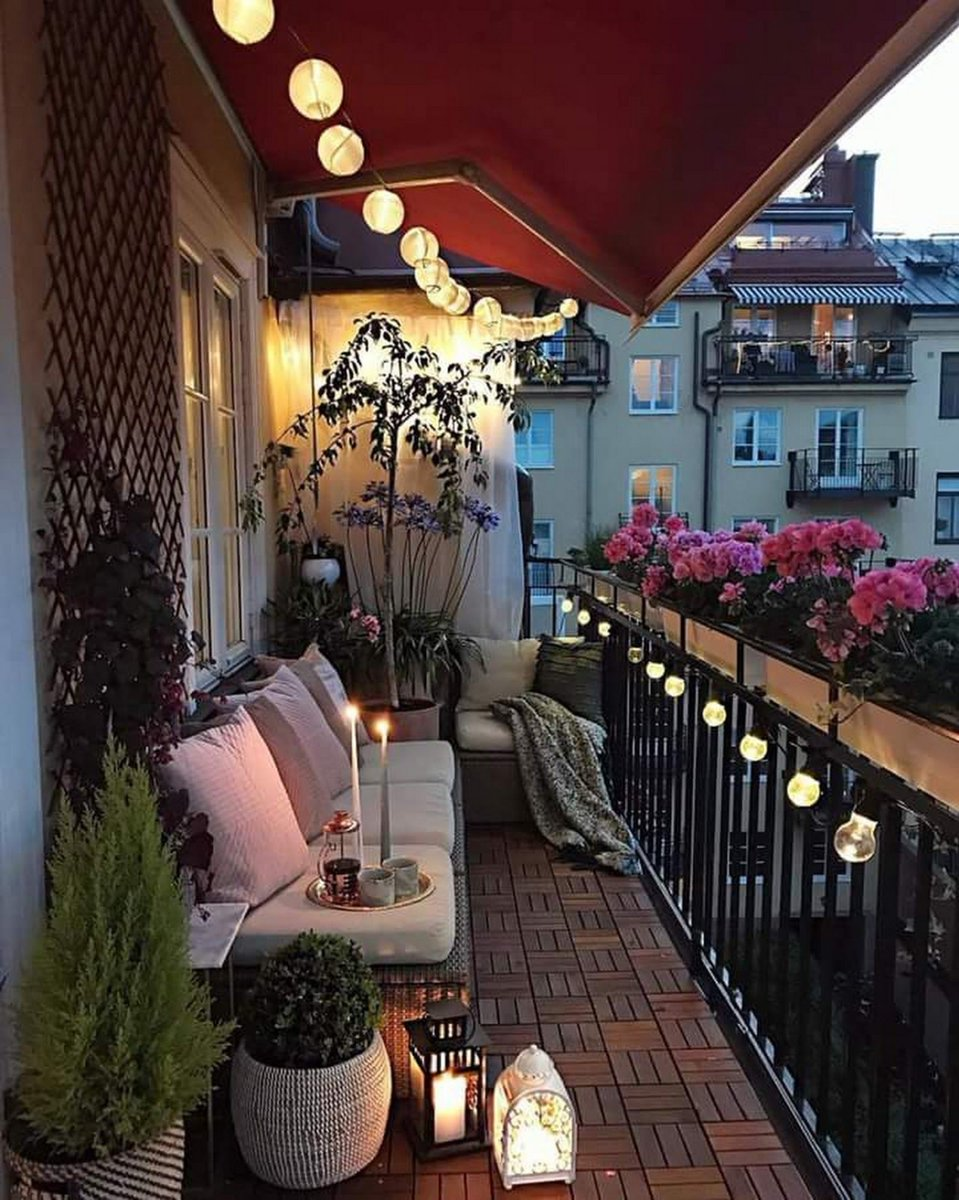 Sharing 12 of the best decorated balconies on Pinterest to start getting inspired to decorate my own new balcony!! If you're looking for outdoor inspiration this post is for you! http://bit.ly/2WJ5ohdpic.twitter.com/MX1aIVbEGi