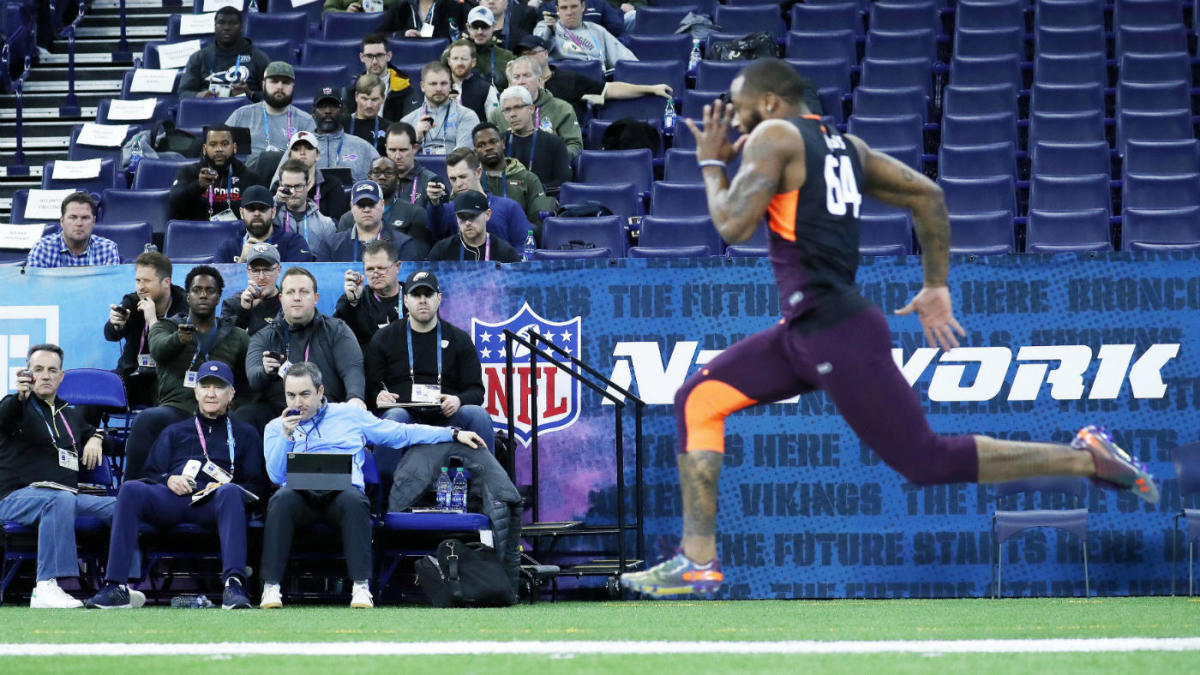 Every year at the #NFLCombine, a lottery is held for team positioning at the finish line of the 40. Based on thecresults, clubs are assigned a row (1-32) in which a team scout sits and times the players as they cross the line. Where is your team sitting this year?  (1/3)<br>http://pic.twitter.com/INpgM0qN0e