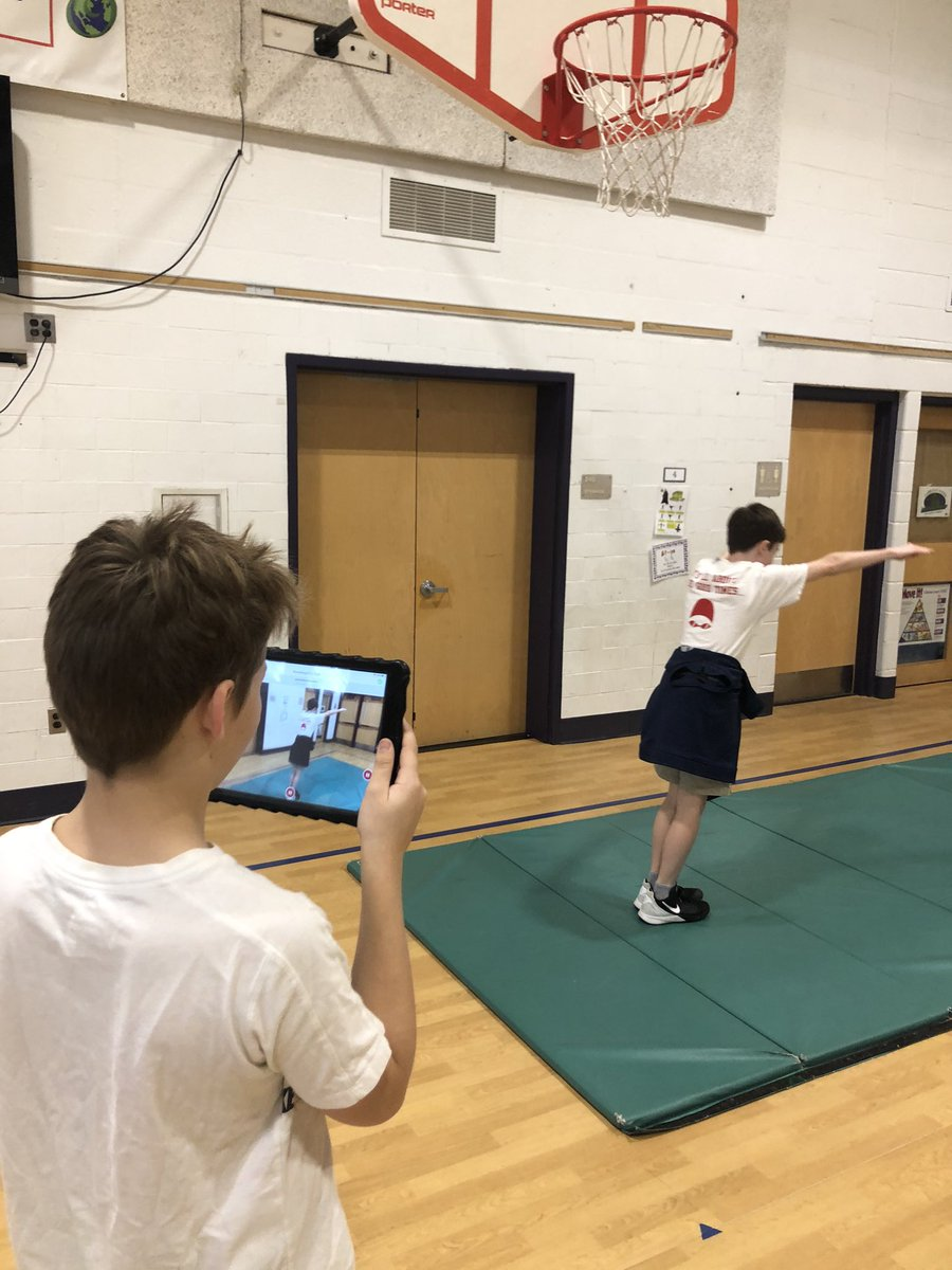 4th and 5th graders using the <a target='_blank' href='http://twitter.com/Seesaw'>@Seesaw</a> app to record their gymnastics routines. A fun and meaningful way to end the unit! <a target='_blank' href='https://t.co/n7XxMrOEym'>https://t.co/n7XxMrOEym</a>