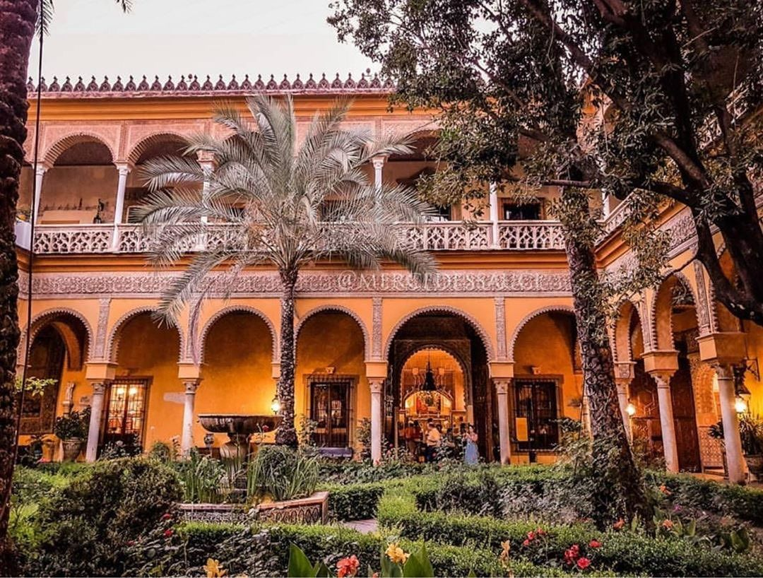 """The poet Antonio #Machado wrote: """"My childhood are memories of a courtyard in #Seville..."""" #DoYouKnow  the place where he was born and grew up?  The palace of Dueñas! https://buff.ly/2JtQ6nJ   #VisitSpain #Andalusia #TravelTips #SpainRoute  @palaciodeduenas @sevillaciudadpic.twitter.com/WpnSlPQP8M"""