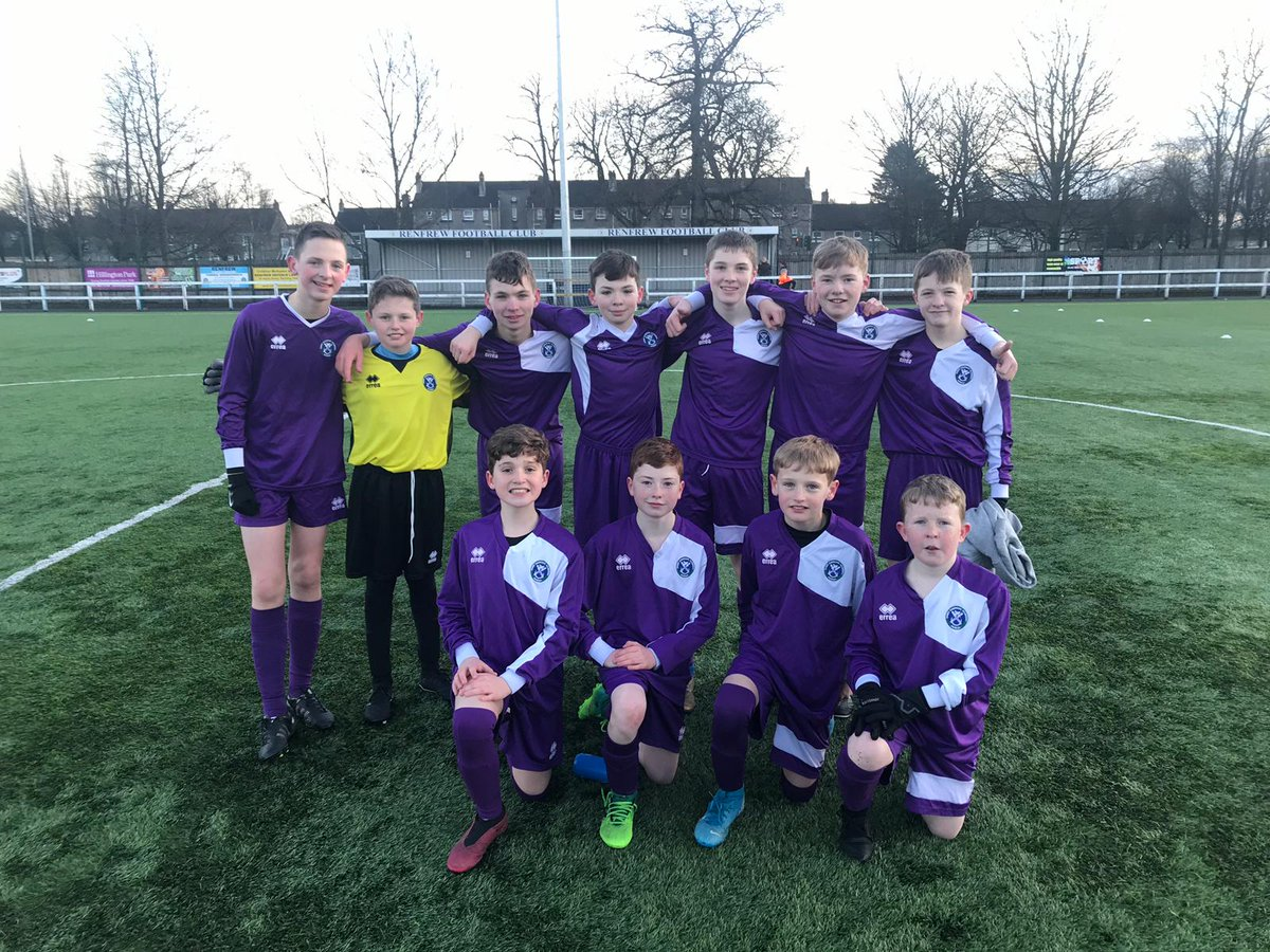 Brilliant week for the U13 football team    Tuesday saw the boys produce an outstanding 7-1 win against Renfrew High   Then today the boys progressed into the finals of the SSFA 7's tournament   A great effort from all involved! Well done  @St_Andrews_Acad<br>http://pic.twitter.com/easT9Y4vRx