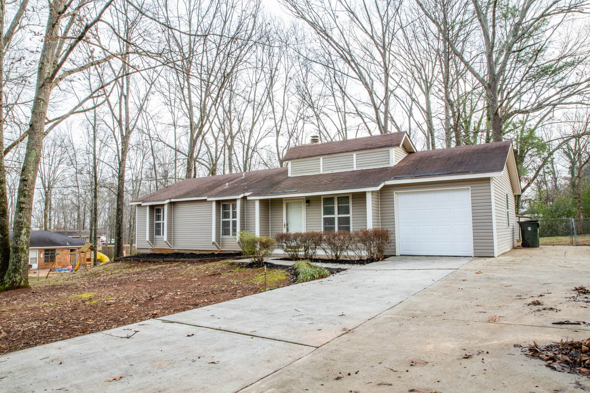 #HOMEFORSALE at 535 Shields Road Huntsville, AL  MLS# 1135903 3 Beds, 2 Baths  https://johnwesleybrooks.valleymls.com/1135903  Beautiful &  move in ready! Give us a call to show you it 256-797-2283 256-759-7744 #TheBrooksFamilyOfRealtors #HuntsvilleAlabama #ColdwellBankerpic.twitter.com/A9EY3T8XTz