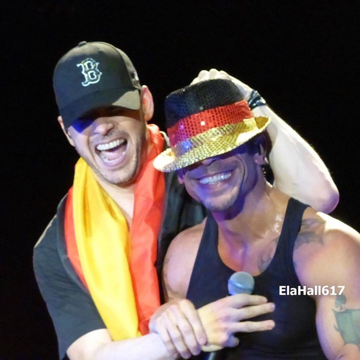 Love sharing some of my favorite shots here few pics from @donniewahlberg #keeponsmiling #SpreadLove #concertphotography #hobbyphotography #passion #bhlove #love #newkidsontheblock #donniewahlberg #smile #lovehissmile #happyplace #feeltheberg #nkotbmemories @nkotb pic.twitter.com/4hPojEqd8d