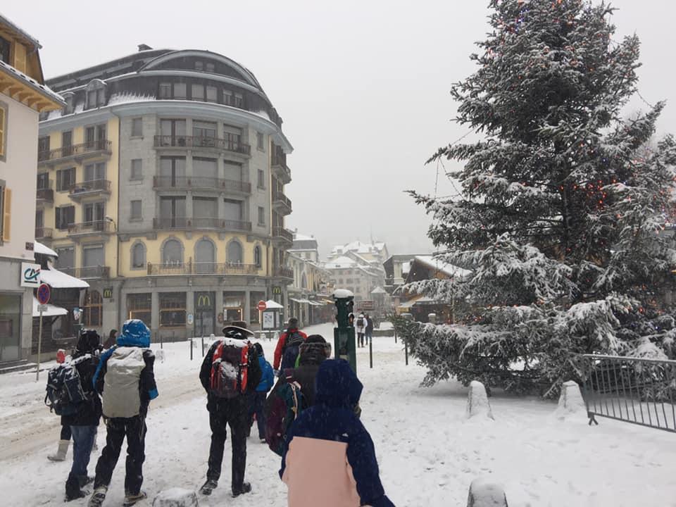 De la neige à #Chamonix ... c'est devenu exceptionnel en février ! #HauteSavoie #neige #alpespic.twitter.com/LIoe9W8Xbz