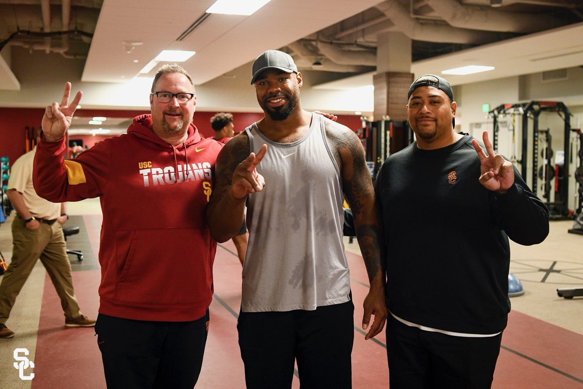 Great catching up with the best  O-lineman in the business! Proud Trojan! @CoachV_USC @dallascowboys #TrojanMade