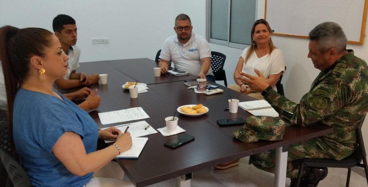 La @UnidadVicitmas en el #ValledelCauca coordina acciones con el Comando de Acción Integral @Ejercito_CAAID, para brindar apoyo a comunidades que han sido afectadas por el conflicto armado. #UnidosPorLasVíctimas