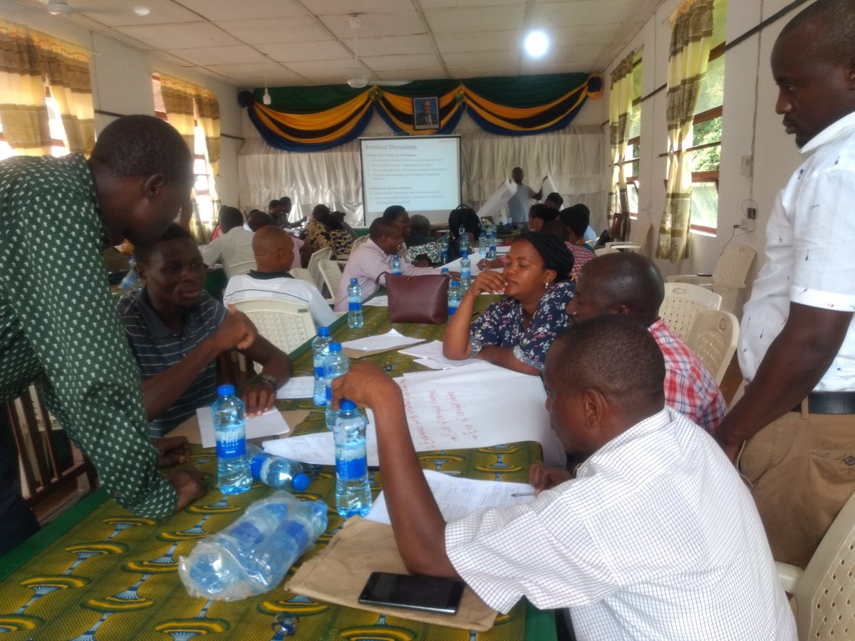 Day 5/5 at the #AFRICAP agroecological training.  We're discussing #climate risk and uncertainty for farmers in Tanga Region, and the challenges goes facing the extension services. #ClimateChange #ClimateCrisis #ClimateEmergency #ClimateChangeIsReal