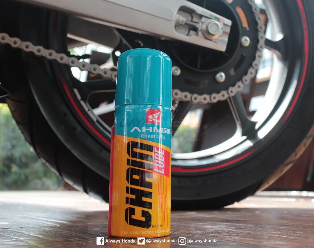 Musim hujan rantai roda rentan dgn karat dan pastinya mengganggu performa motor brosis. Jaga performa motor brosis tetap optimal dengan AHM Oil Chain Lube!. #AlwaysHGPpic.twitter.com/6Iag0Y6SLo