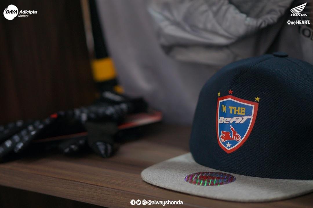 Brosis, topi Honda BeAT ini bisa merubah penampilan kamu menjadi tampil lebih maksimal dan semakin kece, gak percaya? Buktikan sendiri :)pic.twitter.com/Cz2Dal9pZW