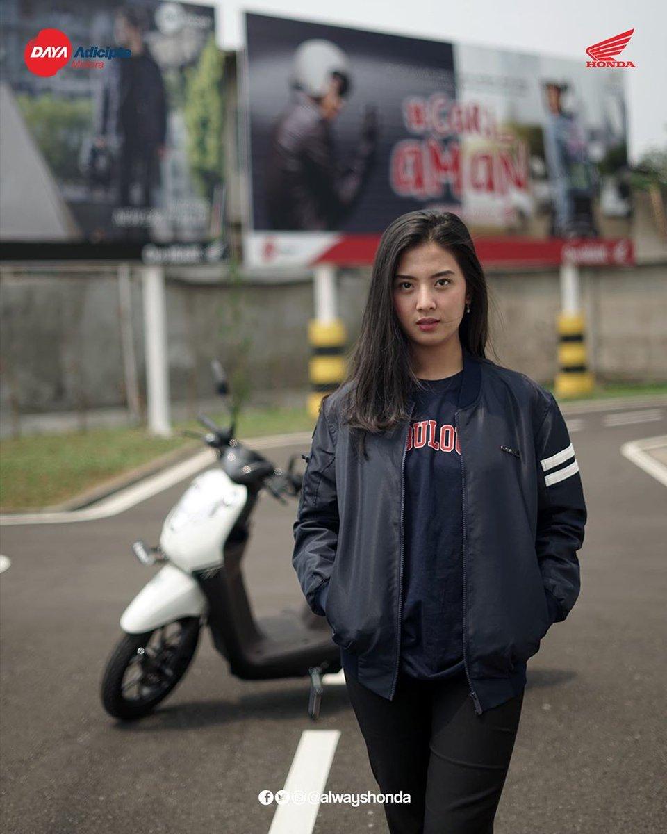 #Genio_Genks gak lengkap rasanya jalan-jalan keliling Bandung di weekend nanti dengan si #Gen_Eksis Honda Genio tanpa menggunakan apparel dari Honda. Biar makin kompak dan kece juga keliatan fashionable, pake apparel Genio dari Honda.pic.twitter.com/3jtHL8DQM8