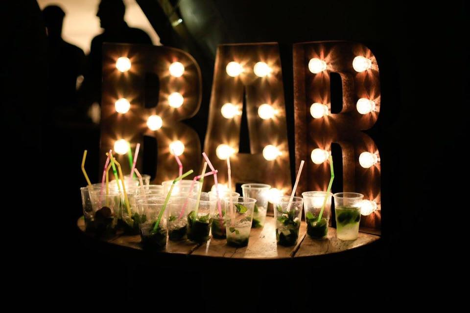 Highlight your drinks station with our table top BAR Lights!! #bar #barlights #rusticlighting #barideas #welcomedrinks #drinkstation #props #prophire #eventhire #lightinghire #eventlighting #ukevents #partyprops #partylights #thepropfactorypic.twitter.com/PCF4jFSB5j