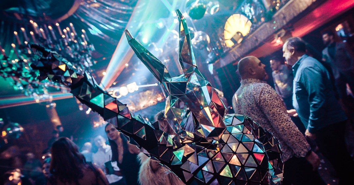 These disco mirror bunnies are amazing! 🐰🕺  Funky, modern, unique and sparkly - with over 1,000 individual mirrors 😮  Book now for your party!  https://t.co/213DmslPp5 https://t.co/1whOJ65MYj