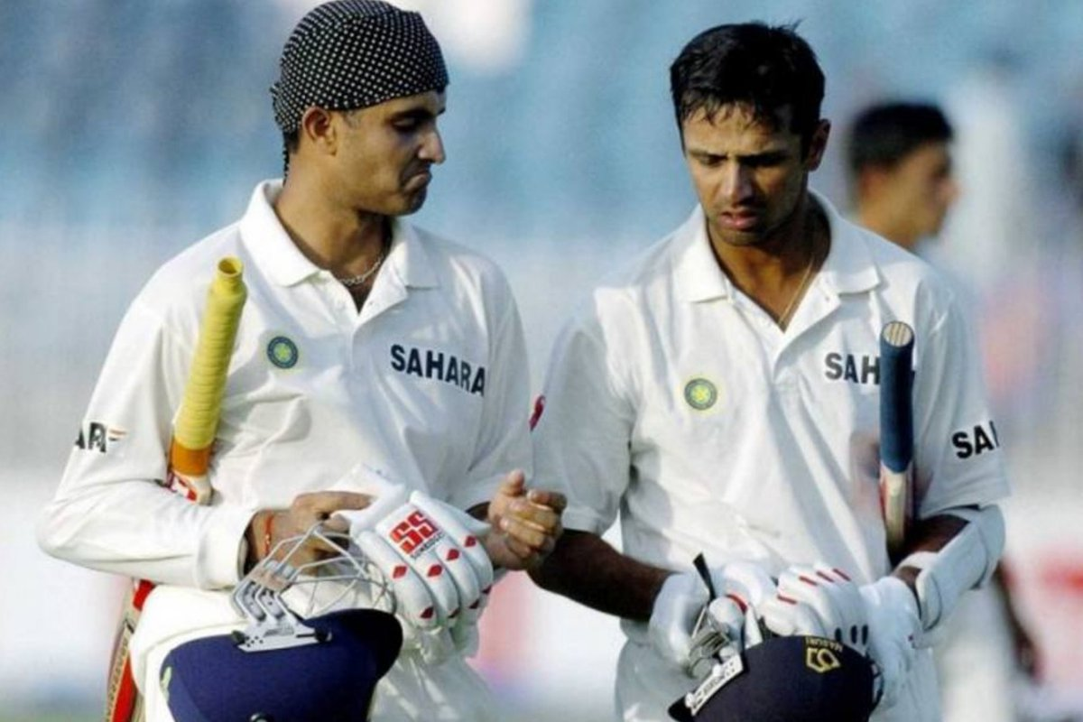 Saurav Ganguly is regarded as India's best captain with 21 Test wins. Rahul Dravid has scored an impressive 2,571 runs at a recrd avg of 102.84 in these 21 matches! (includes 9 💯s & 3 double tons) Silent run machine! 👋 #RahulDravid #TheWall #Dada #INDvSL #INDvsSA #Cricket