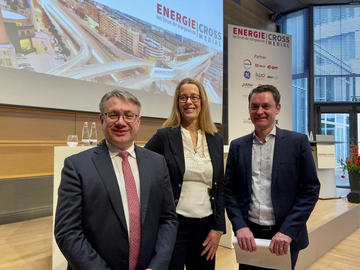 #GE_Deutschland bei EnergieCrossMedial. Unsere Produkte von #GE_Wind, #GE_GasPower und #GE_Grid machen Sektorenkopplung erst möglich. https://t.co/7annti2OFT