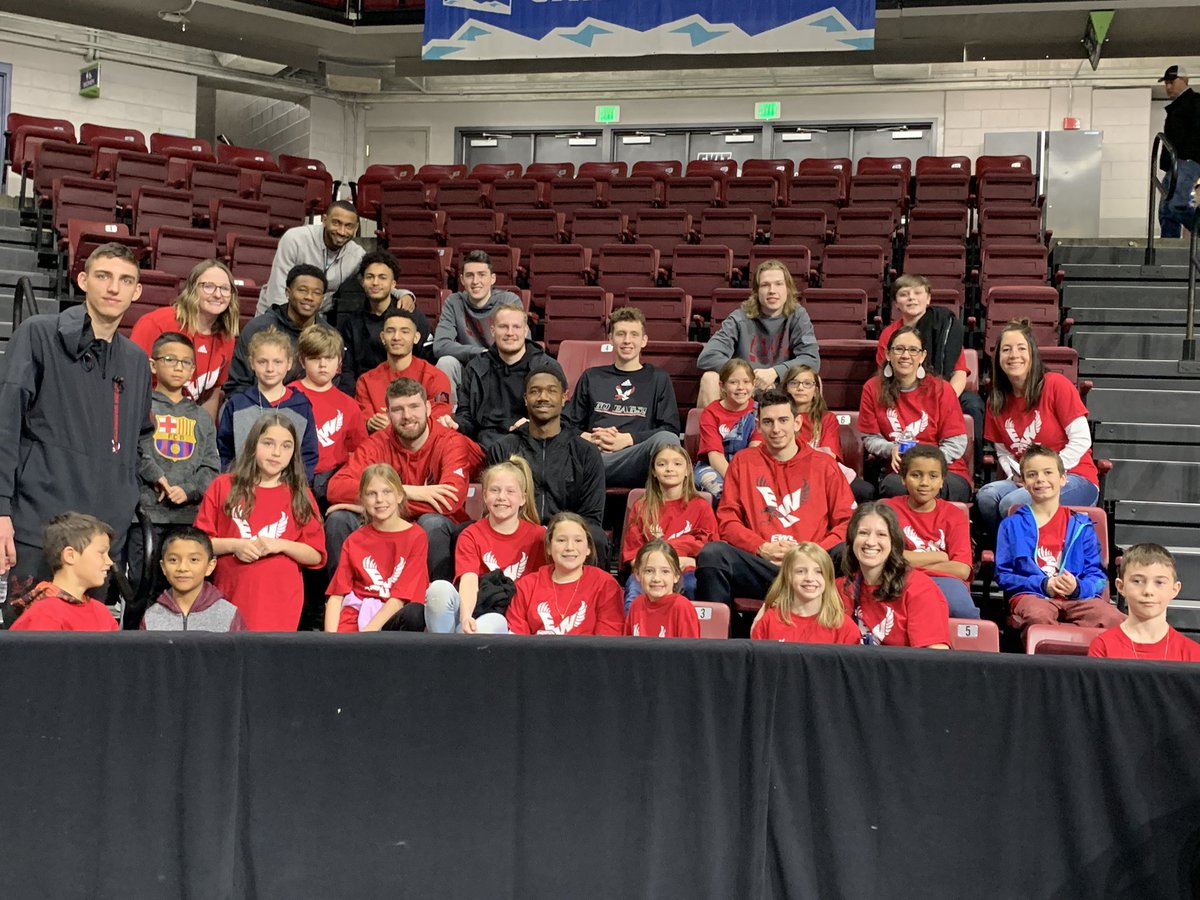More love for the kids! #FieldTripDay was a blast. Our student-athletes visited their pen pals this week and their pen pals came to watch a #BigSkyInBoise game. @BigSkyMBB @BigSkyWBB #WhereGreatnessGrows https://t.co/fs7BgGyTpt