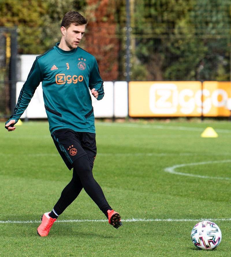Back on the pitch again! ⚽🙏 #Ajax https://t.co/1Cg5XSaAUQ