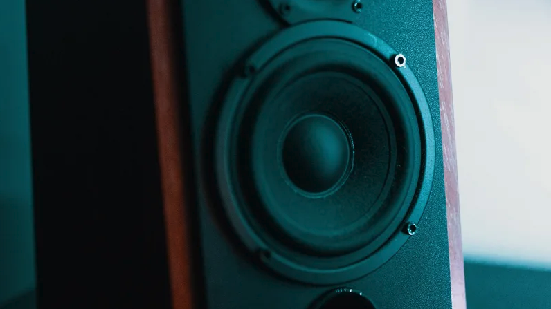 How to choose between wired, bluetooth, or wifi for your home speaker