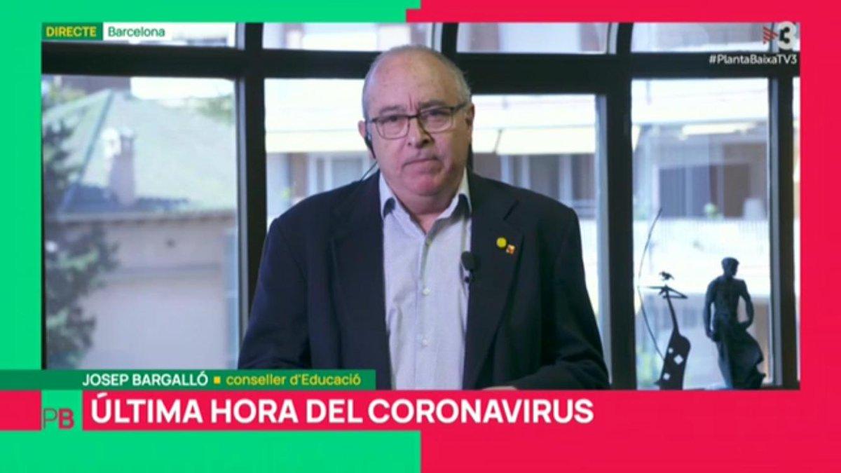 """@JosepBargallo @plantabaixatv3 🔴 #Conseller @JosepBargallo: """"Els centres poden mantenir les jornades de portes obertes, però demanem que s'evitin les aglomeracions: que a dins de les escoles hi hagi grups reduïts i que, a l'entrada, es marquin clarament les mesures de prevenció i d'higiene"""" #PlantaBaixaTV3 https://t.co/mrORfDYrYk"""