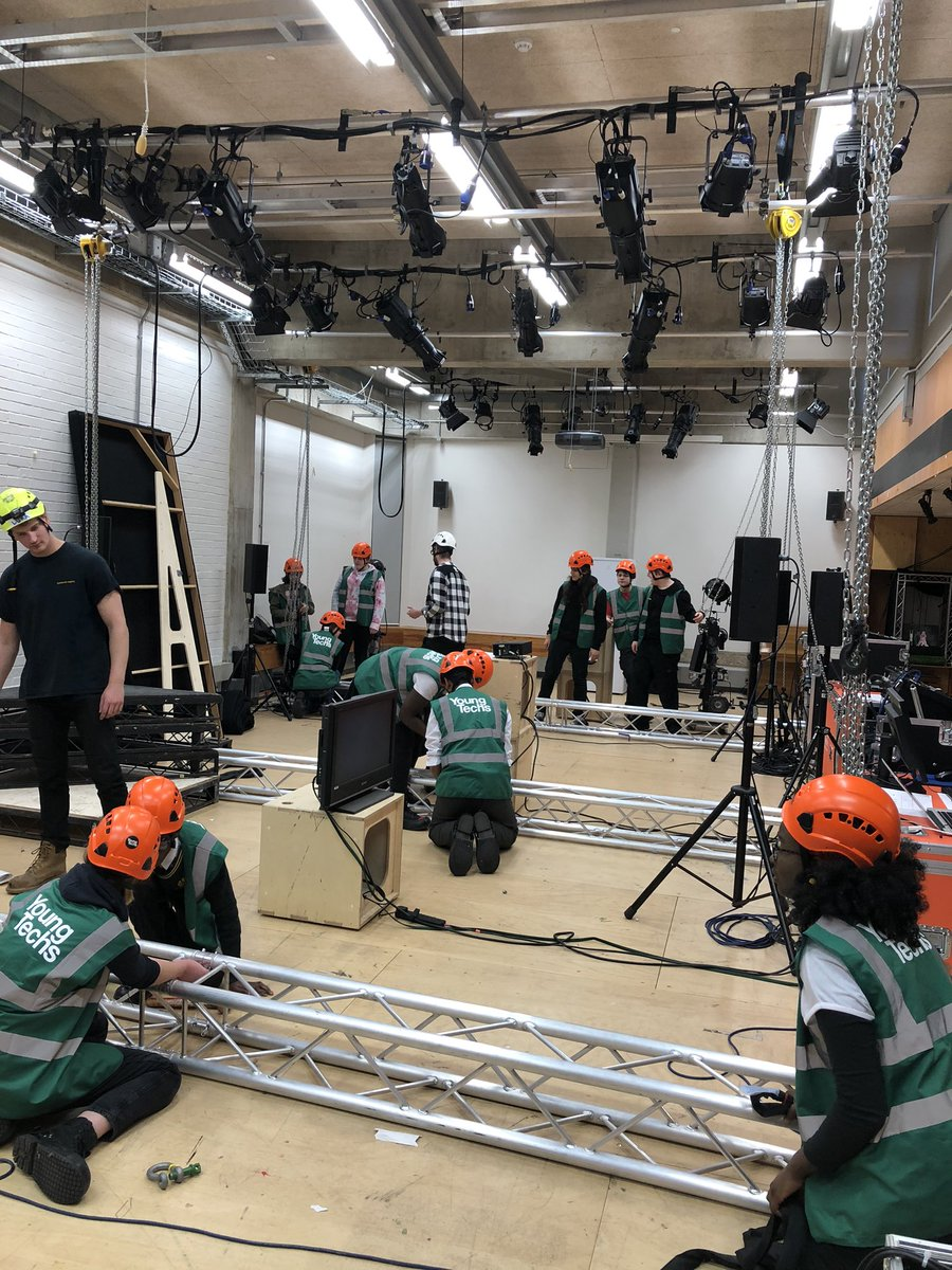 @NationalTheatre #YoungTechnicinas prepping for their final challenge next week! Watch this space...