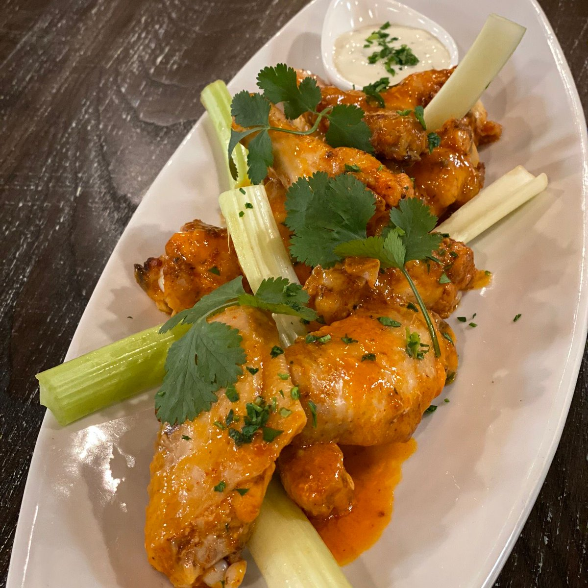 Make it a #WingitWednesday at MIX Lounge with $3 off bar bites, including these wings at #HappyHour from 3 - 5 PM! 🍗We've also got specials on wine, beer, and select mixed drinks. 🍸https://t.co/rG0XentxgP https://t.co/FCxd94Lbcw