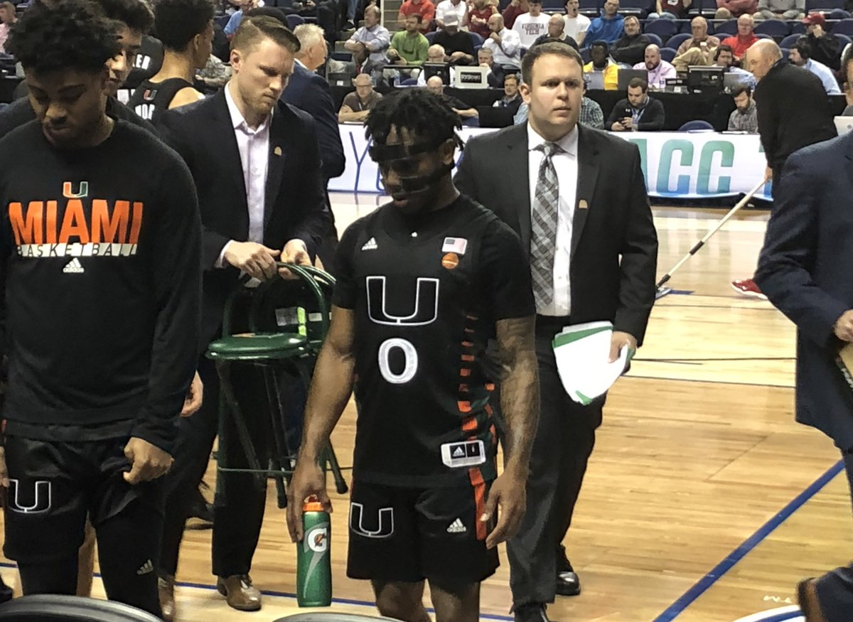 """Small guards- Do yourself a favor and watch some film on Miami's Chris Lykes. He's listed at 5'7"""" 157 lbs but is already a 1,000+ point scorer in the ACC through 3 seasons. Doesn't say a word even when he's hot like he was against Clemson today. <br>http://pic.twitter.com/6nWiFXdxBi"""