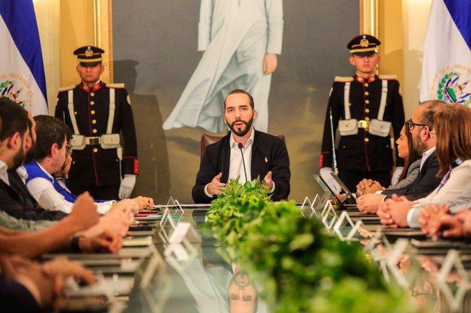 Presidente Bukele declara cuarentena nacional; suspende clases por 21 días