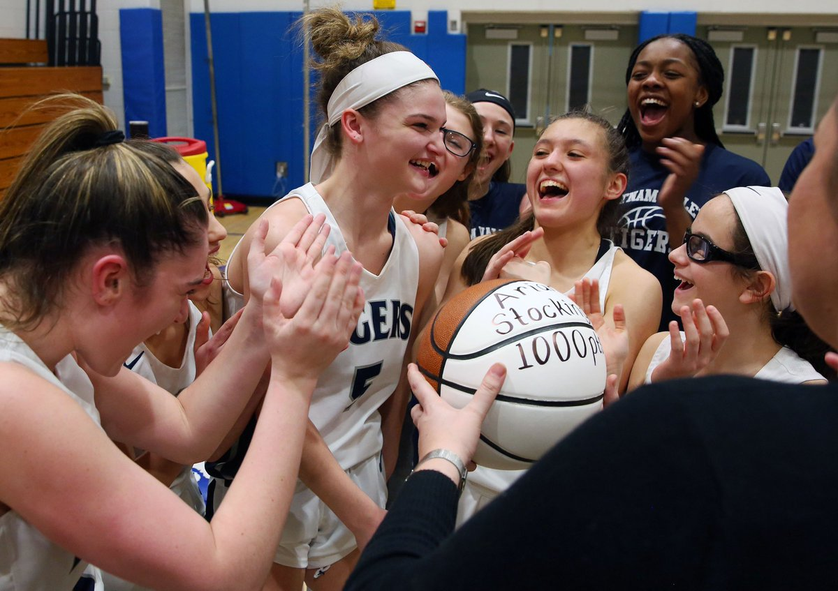 Congratulations to Putnam Valley's Arianna Stockinger on scoring her 1000th point in an empty gym in PV's 66-49 playoff victory over Marlboro @PutnamValleyCSD @PVAthletics1 @PV_SUPERFANS @lohudhoopsmbd @HaggertyNancy @lohudsports https://t.co/H9CgkRddzH