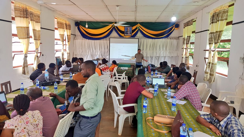 Our #AFRICAP #researchers  training extension officers in #Tanzania on using @EpiCollect for administering farmer surveys throughout #Muheza and #Lushoto districts #DataScience #research