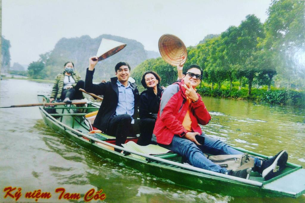 Priceless family bonding #Vietnam #TamCoc pic.twitter.com/PEITlv5Z3C