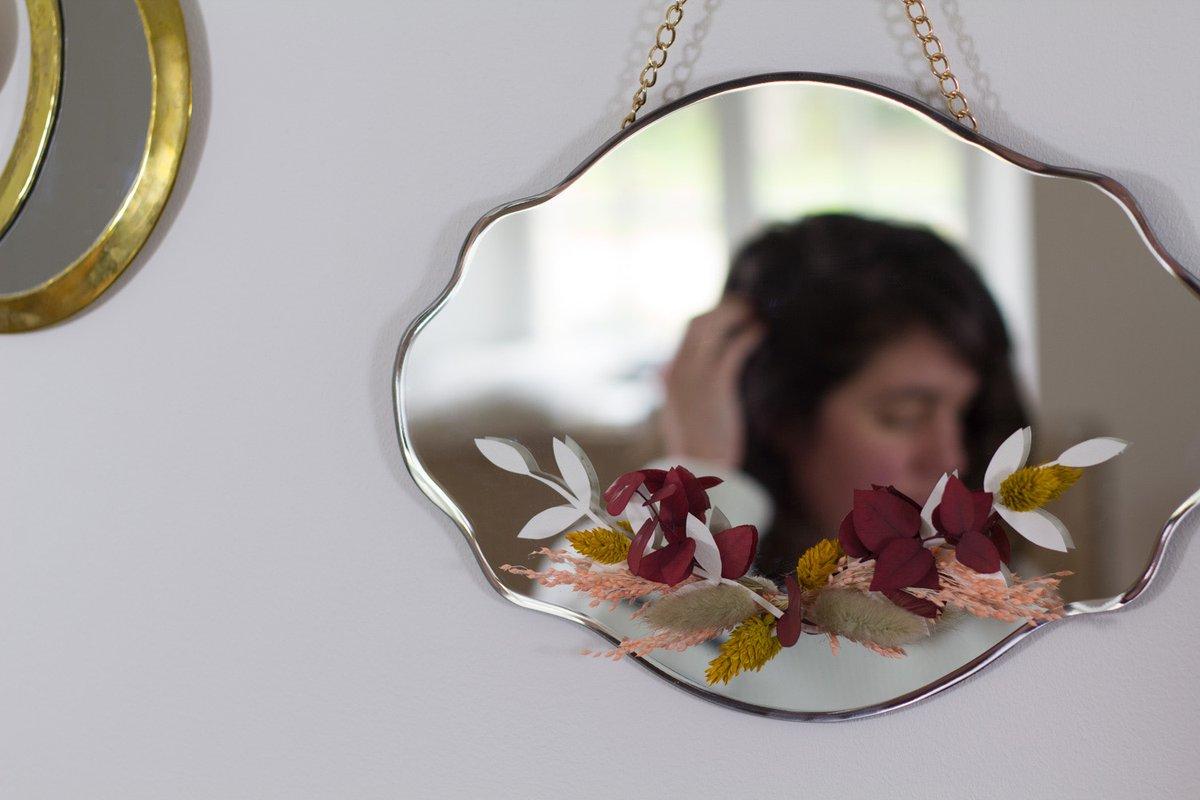 Décorez votre miroir avec de belles fleurs et faites entrer le printemps chez vous 🌸   Suivez le guide de @vertcerise pour réaliser ce DIY 🌿  👉 Découvrez son article sur son blog : https://t.co/RouTPfoSMC https://t.co/218D1F5uUz