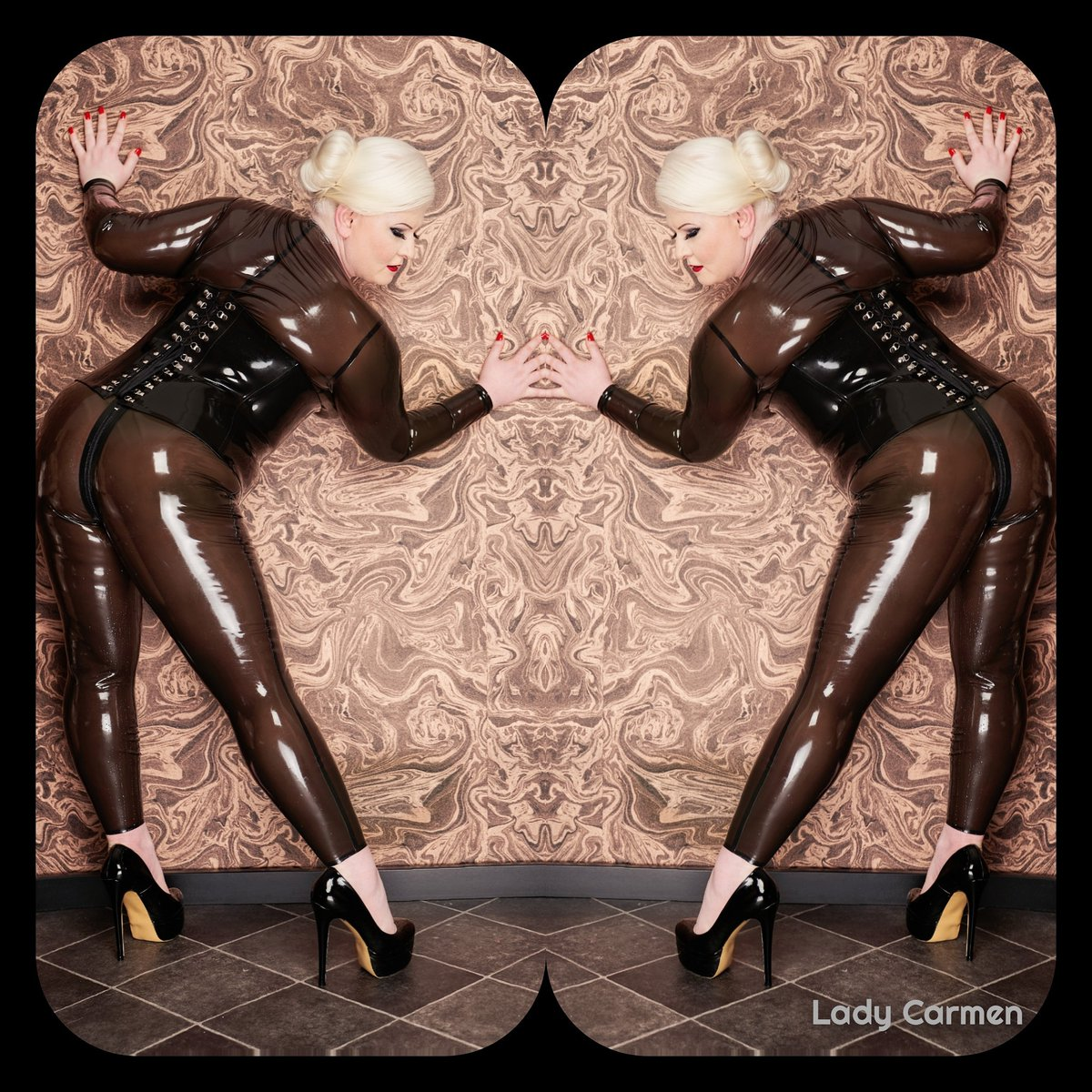 Like a #secondskin  Like to be packed and #feelfree #latex #rubber #gummi #corsage #highheels #costume #suits #mirrorpic #rednails#redlip #iceblonde #photographylovers #photoshootingpic.twitter.com/mKDRSC58VR