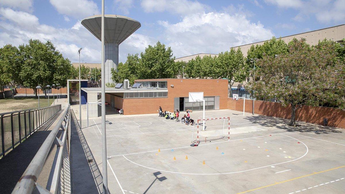 📢 COMUNICAT: El @govern tanca a partir de demà divendres tots els centres educatius de Catalunya  📝 El #conseller @JosepBargallo trametrà avui un document informatiu a tots els centres #PROCICAT #coronavirus  🗓️ El tancament serà del 13 al 27 de març  🔗 https://t.co/JYSIOtqf0v https://t.co/i0cEexikmA