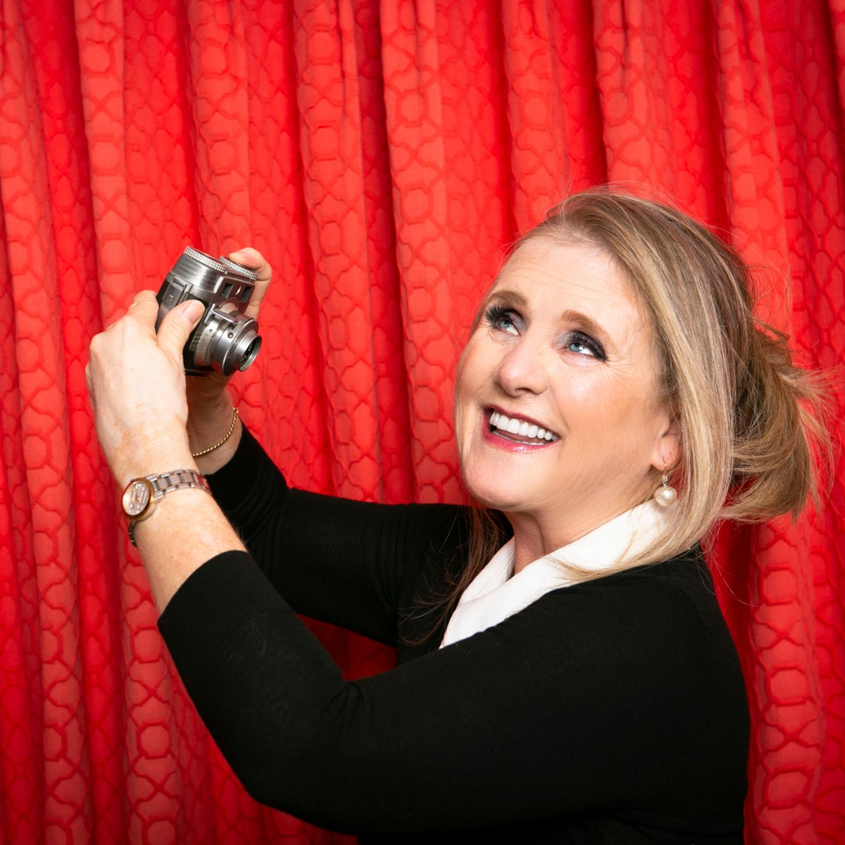 Look...it's the original selfie! LOL #nancycartwright #iloveyouguys #homeis #attitudeofgratitude #ilovemyhome