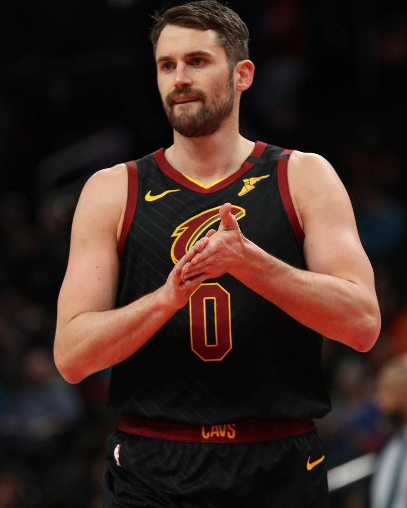 Kevin Love commits $100,000 to the Cavs' arena and support staff due to the suspension of the NBA season.  (via @kevinlove) https://t.co/HbqU1Wt8D0