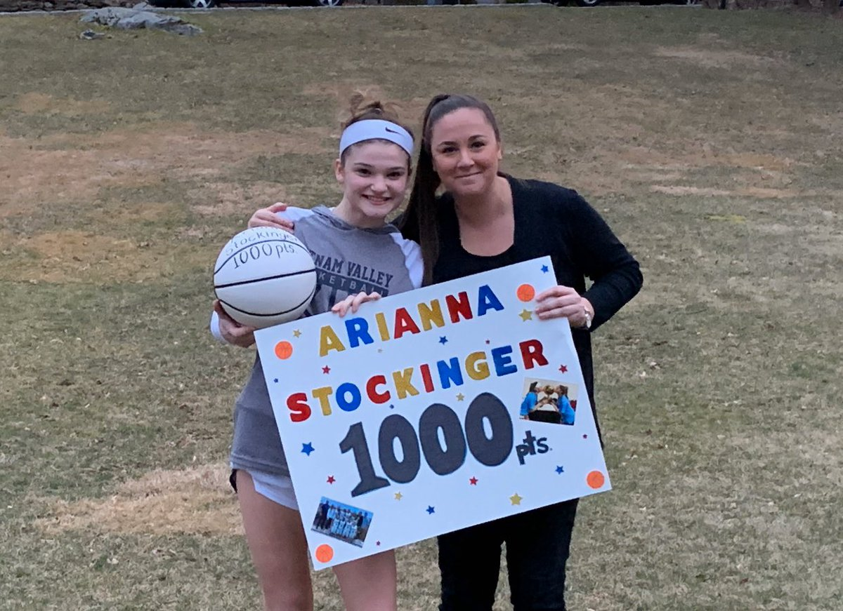2021 Arianna Stockinger grabs her 1000pt in an empty gym due to the corona virus. Everyone show her some love! An extreme hoops baller since the 3rd grade, a varsity stud since the 8th grade, a future college baller, & a leader in our gold ball season this year! We love you! 🏀💪🏽 https://t.co/UTk8LjzQb7