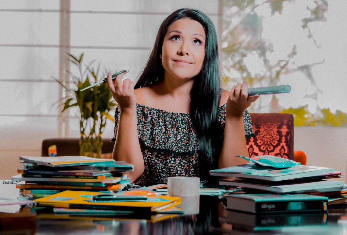Pensando como forrar los libros y cuadernos, ahora es mejor no usar plástico para ayudar a nuestro planeta !!  Cuantas mamás como yo dejando  todo listo ??  #DiosEsBueno #MadreHija #soloFaltasTu #colegio2020pic.twitter.com/AQnEqharLL