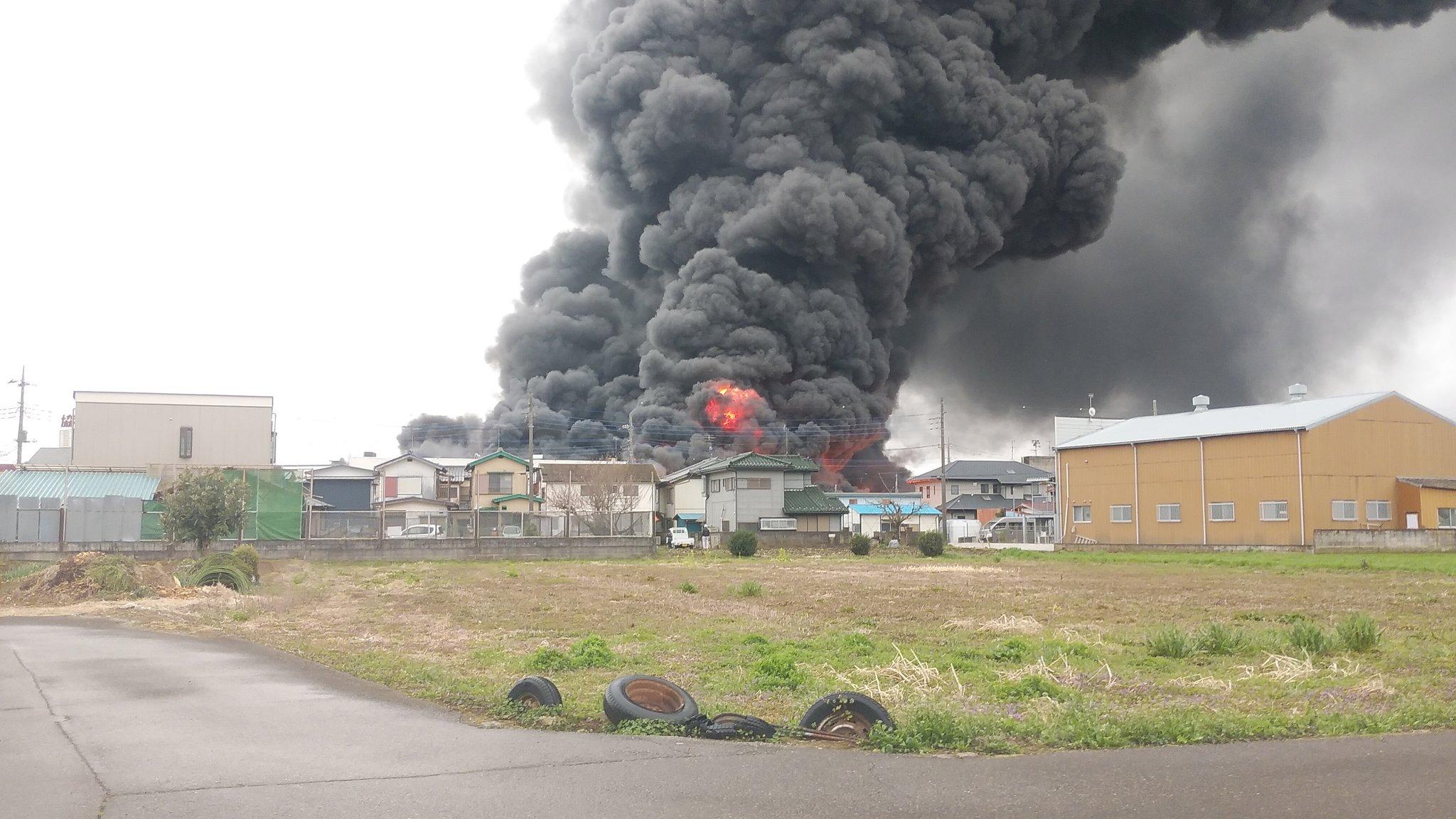野田市の廃プラスチック工場の火災現場の画像