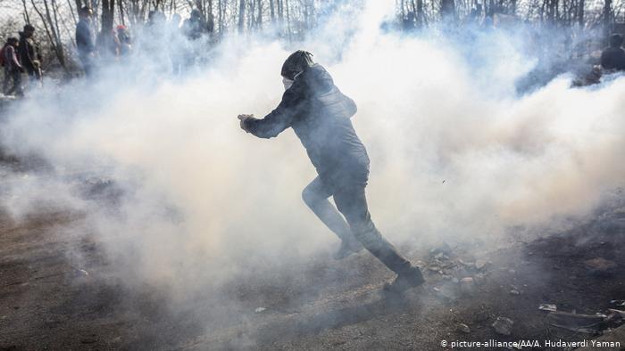 Migrants clash with Greek authorities
