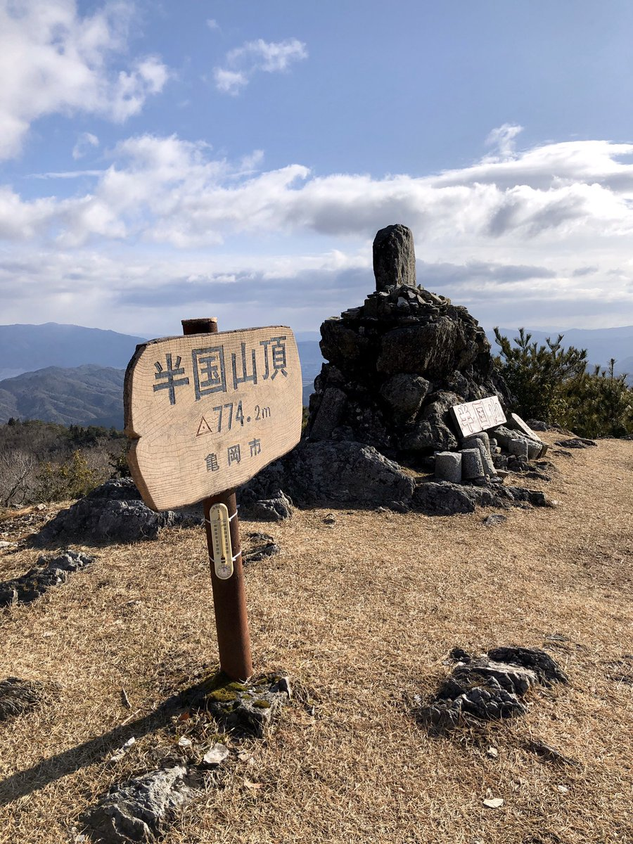 半国山(はんごくやま)山頂(その1) https://t.co/aLCse2386U  #山行記録 #山行 #ハイキング #ハイキングコース #hiking #半国山 #登山 #mountainclimbing #山登り #日本 #japan #京都府 #亀岡市 #山 #mountain #京都の山 #烏帽子岳 #赤熊コース #登山道 #trail #山頂 #頂上 #summit #尾根 #ridge https://t.co/ByEUVbOMXo