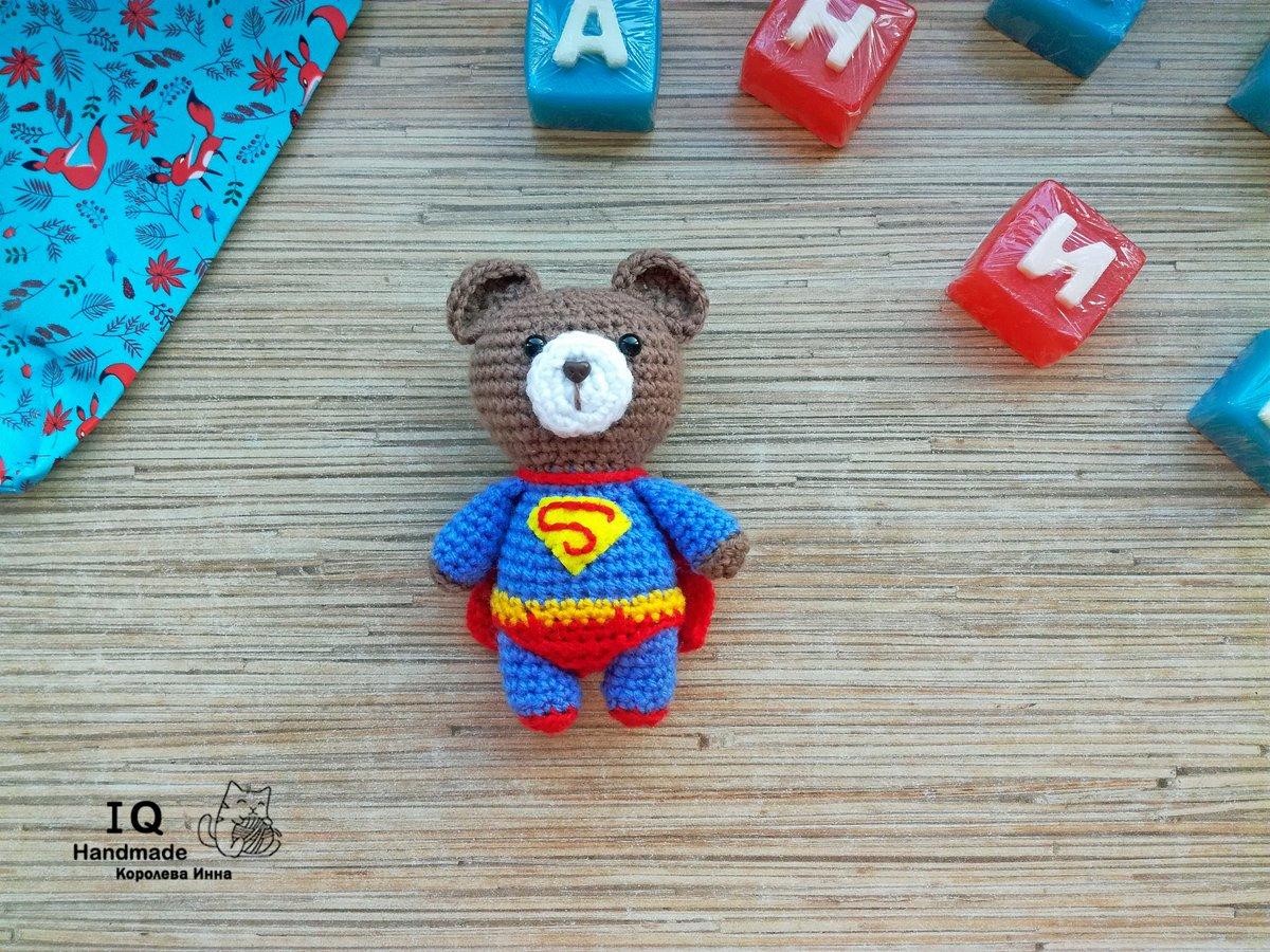 Супер Мишка. Мишка ростом - 12 см. Связан из детской пряжи. Заказы принимаю на вторую половину марта #подарокна8марта #игрушкасупермен #игрушкамишка #марешкиндвор #подарокнаденьрождения #новосибирск #IQ_Handmadepic.twitter.com/qH9CfAfKmw