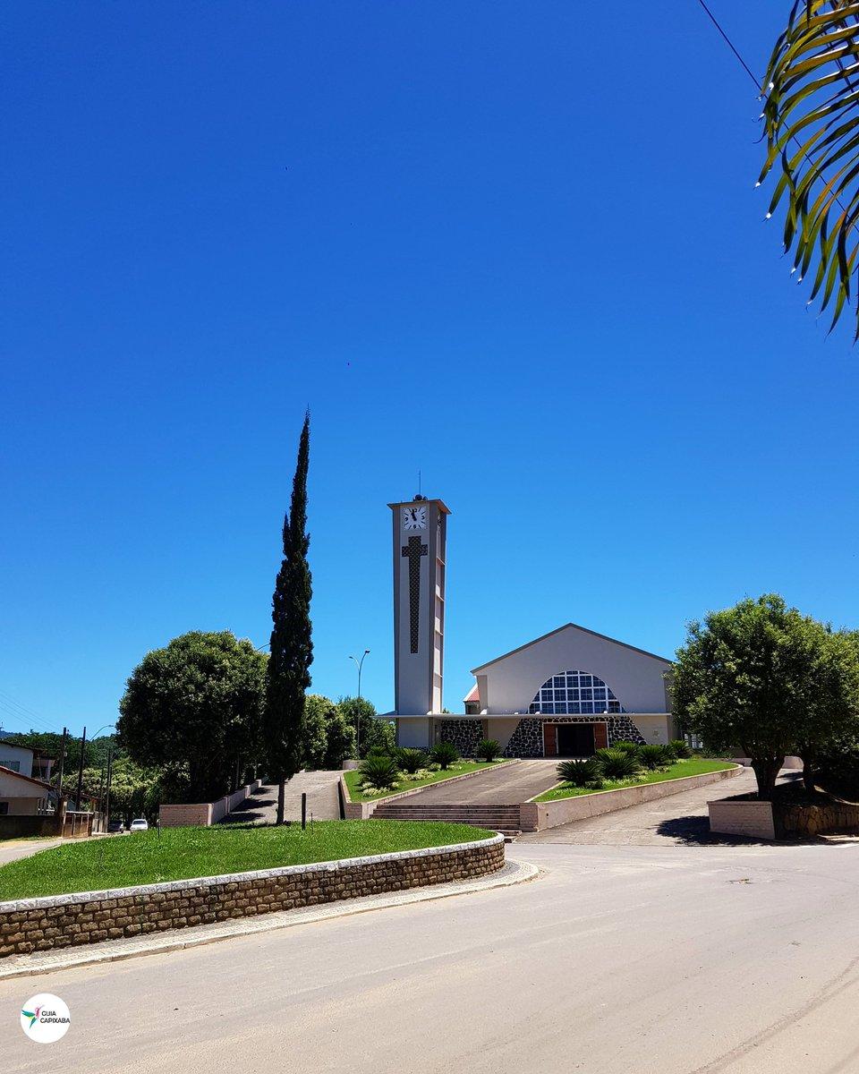 Bom dia! Que sua semana seja incrivelmente abençoada. E que este céu azul esteja sobre o nosso Espírito Santo    Paróquia de Nossa Senhora Auxiliadora, em Marilândia no norte do estado, construída há quase 70 anos ⠀⠀⠀⠀ #guiacapixaba #descubraoES pic.twitter.com/58qvWI3fx9