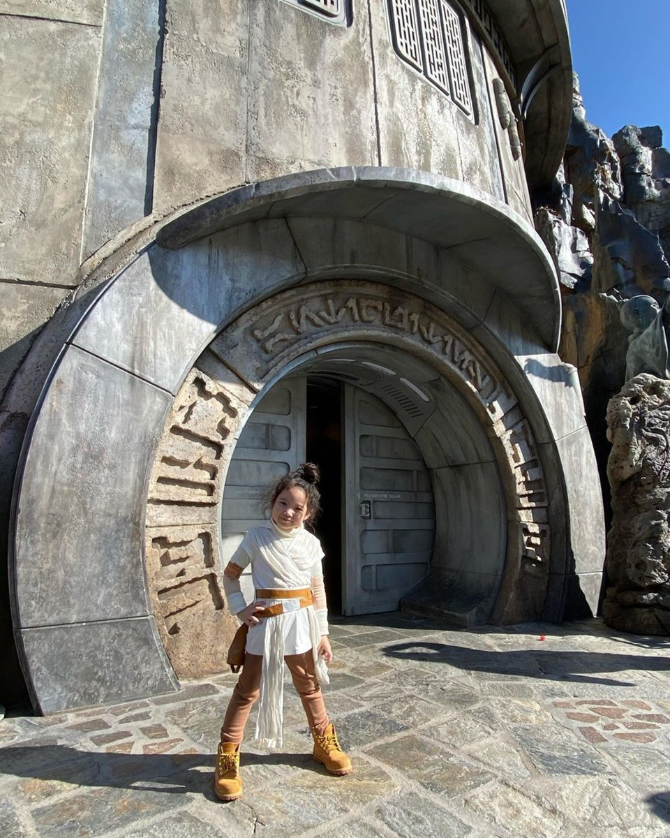 Lightsaber battles are happening just minutes away. Join in on the action at Star Wars: Galaxy Edge.  (Photo Credit: @kf.abbygail) https://t.co/BXENxGeGEr