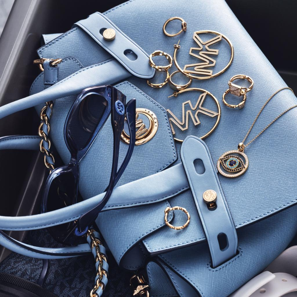 All things spring: a luxe handbag, chic sunnies and glam jewelry. mko.rs/60111Wfnb #MichaelKors