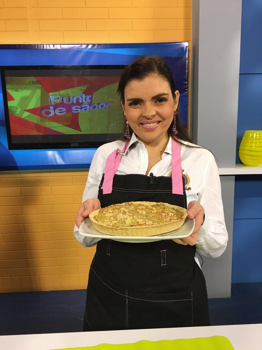 """Esta fue la receta lista para degustar una """"Quique De Ajoporro"""" realizada por nuestra invitada Adriana Pagés de @tabatascake  . Hasta mañana Venezuela nos vemos a las 10 am de la mañana en #Vitrina https://t.co/7doNVU9S3j"""