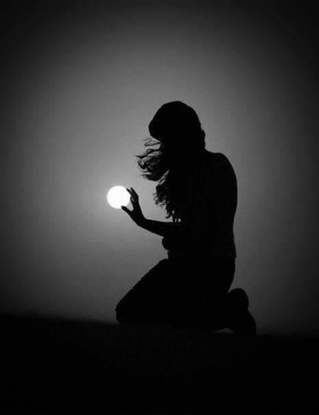 """""""Mi basta  un'immersione  nell'anima  e vedo  l'universo.""""     Alda Merini  #Buonanotte a domani   #sognandoacasalettori pic.twitter.com/OA575pvZda"""