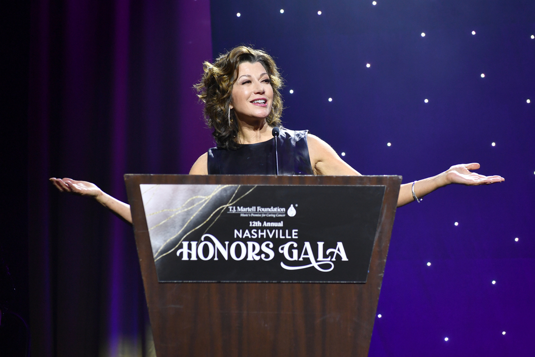 Last week at #HonorsGalaNashville, @tjmartell raised $1mill for #CancerResearch! For her support, they honored @amygrant, among others  https://t.co/sftj9MSuzS  #Medicine #MedicalResearch #Cancer #Charity #Goodwill #Philanthropy #Benefits #Awards #Recognition #Honor #Congrats https://t.co/GryBQGzgEE