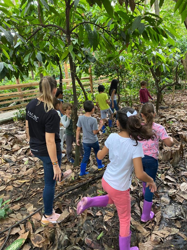 Hoy los niños del vacacional del #ParqueHistóricoGye vivieron la experiencia del cacao, y realizaron la cata de los diferentes sabores, gracias a @PacariChocolate . https://t.co/x9M2mYzC9J