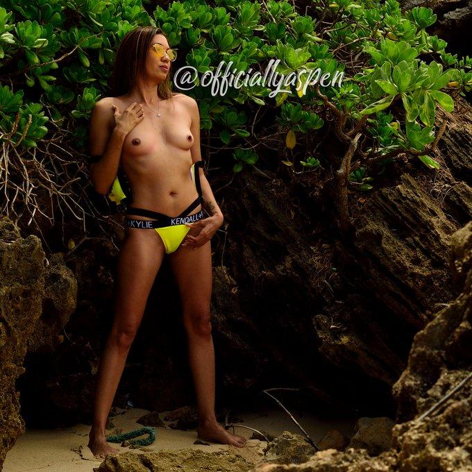 Like my hard nipples?😈  💗💗https://t.co/0DnIaPdH8s💗💗  @BabesPromo_2 @Honey_B69 @I_luv_reds @denmatai190